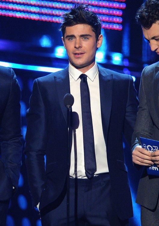 Zac-Efron-People-Choice-Awards-2014
